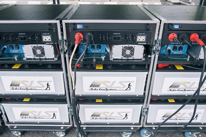 30台の蓄電池で、リハーサルを含めた合計3日間のステージの音響周りすべての電力と照明の数々をまかなう