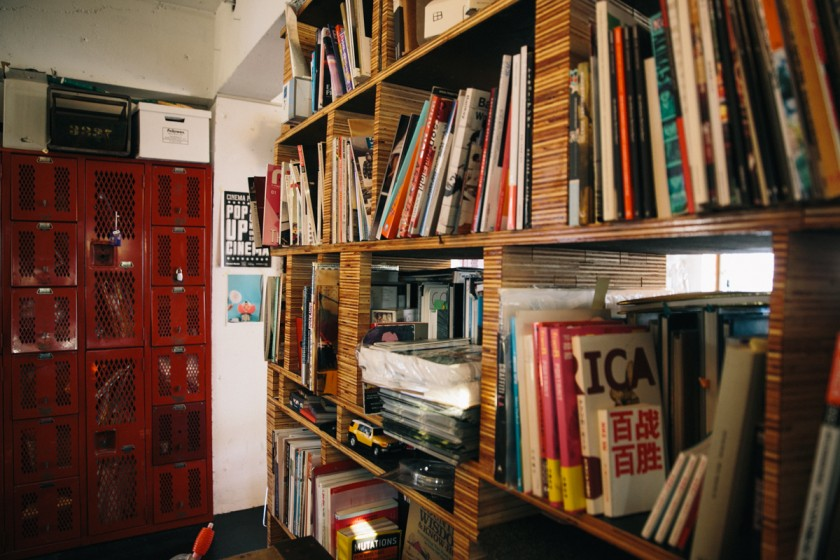 棚もDIYや、中古の使い古されたもの。これがかっこいい。